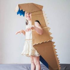 Kids are love dinosaur crafts. Boys and also girls alike are so enchanted with dinosaurs. Below are some innovative concepts of dinosaur craft to spark their creative thinking! Cardboard Costume, Cardboard Toys, Cardboard Playhouse, Cardboard Crafts Kids, Cardboard Furniture, Dinosaur Crafts, Dinosaur Party, Diy Dinosaur Costume, Paper Dinosaur