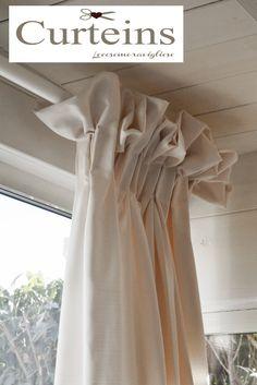 lecosemeravigliose Shabby e country chic passions: Tende Shabby chic Home Curtains, Country Curtains, House Window Design, Curtain Designs, Curtain Ideas, Pillow Slip Covers, Curtain Headings, Silk Taffeta, Living Styles