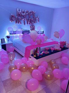 18th Birthday Party Themes, 16th Birthday Decorations, Sleepover Birthday Parties, Birthday Goals, 17th Birthday, Pink Birthday, Birthday Bash, Birthday Ideas, Birthday Surprises