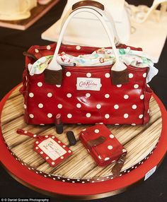 This unbelievably realistic Cath Kidston bag complete with matching purse, tag and lipstick, was created by Emma Jayne - Cakes from Cakes International