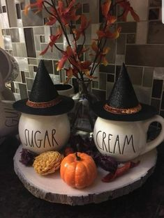 Halloween is unique to my family and we are incredible fans. I'd need to state that Halloween outfits are a marvelous fun. Halloween Season, Halloween Kostüm, Holidays Halloween, Halloween Pictures, Halloween Projects, Vintage Halloween, Halloween Kitchen Decor, Diy Halloween Decorations, Farmhouse Halloween