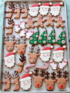 (Video) How to Decorate Christmas Cookies - Simple Designs f.-(Video) How to Decorate Christmas Cookies – Simple Designs for Beginners video-step-by-step-how-to-decorate-christmas-cookies-with-royal-icing - Easy Christmas Cookie Recipes, Christmas Sweets, Christmas Cooking, Noel Christmas, Christmas Goodies, Simple Christmas, Winter Christmas, Christmas Decorations, Italian Christmas