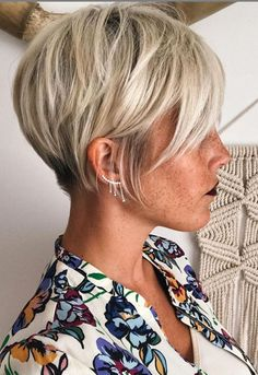 Today we have the most stylish 86 Cute Short Pixie Haircuts. We claim that you have never seen such elegant and eye-catching short hairstyles before. Pixie haircut, of course, offers a lot of options for the hair of the ladies'… Continue Reading → Pixie Cut Thin Hair, Bobs For Thin Hair, Cut Her Hair, Short Hair Cuts, Edgy Pixie, Short Hair Long Bangs, Pixie Cut Color, Asymmetrical Pixie, Choppy Hair