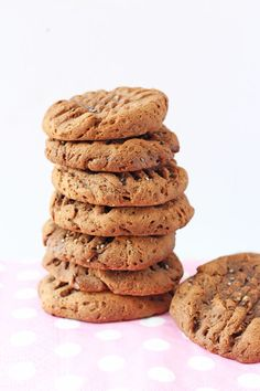 With just 4 simple ingredients you can make these delicious and healthy Chocolate Chia Seed Cookies! www.superhealthykids.com
