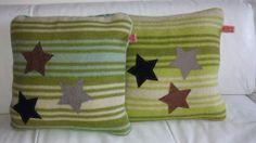 Leuke kussens voor de kinderkamer. Gemaakt van vintage dekens en bestikt et suèdine sterren.