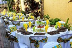 African Party Theme, African Wedding Theme, Traditional Wedding Decor, African Traditional Dresses, Outdoor Wedding Decorations, Wine Parties, Wedding Table Settings, Event Decor, Deco Table