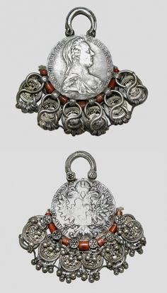 Yemen | A Maria Thersa Thaler, silber and coral pendant from the 18th century | These Thalers would have come to Yemen via the coffee route to Moka. |  © Fundación Carlos Ballesta López