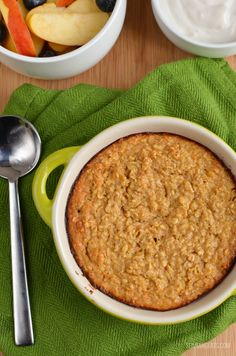 Slimming Eats Apple Cinnamon Baked Oatmeal - gluten free, vegetarian, Slimming World and Weight Watchers friendly Baked Oats Slimming World, Slimming World Desserts, Slimming World Breakfast, Cooking Oatmeal, Baked Oatmeal, Slimming Eats, Slimming World Recipes, Healthy Eating Recipes, Cooking Recipes