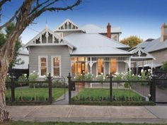 Exterior house colors australian weatherboard 50 ideas for 2019 House Paint Exterior, Exterior Paint Colors, Exterior House Colors, Exterior Design, Interior And Exterior, Paint Colours, Bungalow Exterior, Weatherboard House, Queenslander