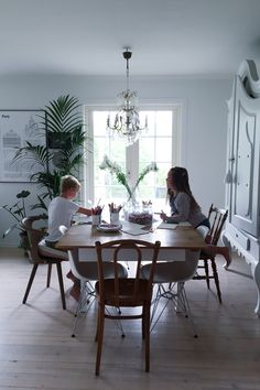 Livingroom Vsco, Dining Table, Living Room, Kitchen, Cousins, Furniture, Bar, Home Decor, Blue Prints
