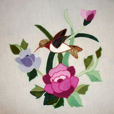 Hummingbird and Roses Appliqued Quilt Block Más Bird Applique, Applique Quilts, Quilt Patterns Free, Applique Patterns, Bird Quilt Blocks, Flower Quilts, Girls Quilts, Quilted Wall Hangings, Decoupage