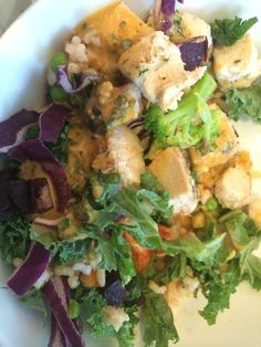 Lunch on the run - mixed salad bowl from Starbucks and GF free range chicken from Tiger Lily cafe Free Range, Salad Bowls, Nutritious Meals, The Hamptons, Starbucks, Remedies, Lily, Lunch, Chicken