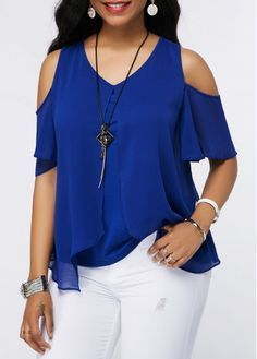 V Neck Royal Blue Chiffon Overlay Blouse Cheap Womens Tops, Trendy Tops For Women, Blouses For Women, Blouse Styles, Blouse Designs, Look Fashion, Fashion Outfits, Royal Blue Blouse, Plus Size Blouses
