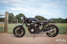 deBolex London - The bike needed to be reliable so the later Cb750f2n was to be the donor.