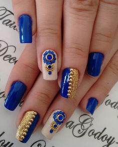 Looking for easy nail art ideas for short nails? Look no further here are are quick and easy nail art ideas for short nails. Smart Nails, Cute Nails, Pretty Nails, Blue Nail Designs, Beautiful Nail Designs, Rhinestone Nails, Bling Nails, Manicure And Pedicure, Nails Inspiration