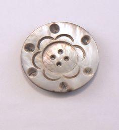 """UN-34 mm ou 1 3/8"""" Vintage gris 4 trou sculpté fleur modèle mère nacre grand rond bouton - Shell boutons #PR-13-02"""