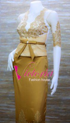 Myanmar dress Myanmar Traditional Dress, Traditional Dresses, Modern Traditional, Lace Outfit, Lace Dress, Girl Fashion, Fashion Outfits, Fashion Design, Lovely Dresses