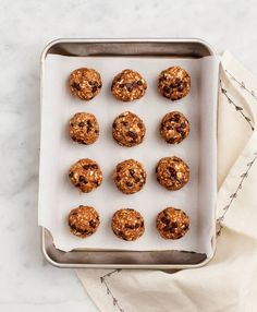 No-Bake Almond Butter Oatmeal Bites - A naturally sweet, vegan and gluten free snack filled with healthy ingredients like coconut and flax.