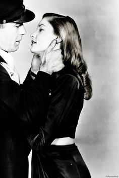 embrasse moi ▲ couple cinema iconic actors Humphrey Bogart and Lauren Bacall - To Have and Have Not the kiss le baiser Hollywood Icons, Old Hollywood Glamour, Golden Age Of Hollywood, Vintage Hollywood, Hollywood Actresses, Classic Hollywood, Bogie And Bacall, Beaux Couples, Cinema Tv