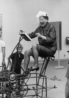 Exhibition Rörelse i konsten in the Moderna Museet, Stockholm, 1961, with Jean Tinguely's Le Cyclograveur (1960). Photo byLennart Olson, c/o Pictoright Amsterdam, 2016.