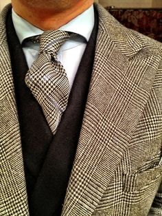 Find your minted man here at Minted Men. Join the ultimate wealthy guy dating site and find a rich man waiting for you! Sharp Dressed Man, Well Dressed Men, Mens Attire, Mens Suits, Costume Beige, Mens Style Guide, Gentleman Style, True Gentleman, Dress For Success