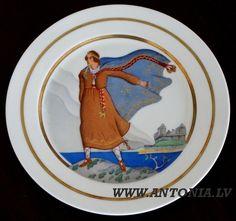 """Niklāvs Strunke (1894-1966) """"Senatne"""" 1933. Apgleznots porcelāna šķīvis """"Ripors"""", zeltījums. Diam. 25 cm Ls 1 500"""