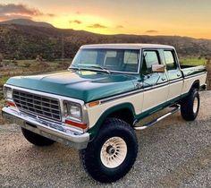Classic Ford Trucks, Old Ford Trucks, Ford 4x4, Car Ford, Cool Trucks, Big Trucks, Old Fords, Jeeps, Cars