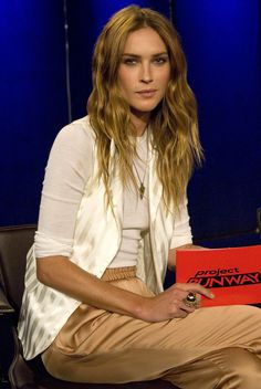 erin wasson If you are trying to find hairstyles that will cause you to comfortable Erin Wasson, Matches Fashion, Love Fashion, Strawberry Blonde Hair, Edgy Chic, Victoria Dress, Tomboy Fashion, Celebrity Style, Celebs