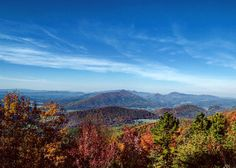 7 Iconic Overlooks on the Blue Ridge Parkway in Virginia& Blue Ridge Montañas Blue Ridge, Blue Ridge Mountains, Congaree National Park, Grand Teton National Park, Blue Ridge Parkway Virginia, Ludington State Park, Virginia Is For Lovers, Desert Island, Vacation Spots