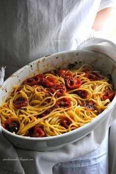 Pane, burro e alici: Spaghetti con pomodorini al forno