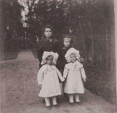 Marie and Anastasia - Tsarskoe Selo.