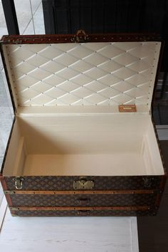 Vintage LOUIS VUITTON Steamer Trunk With Tray  8