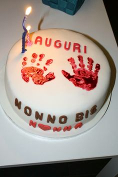 Baby hands cake