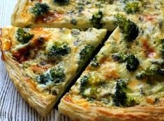 Quiche s brokolicí a modrým sýrem (Cooking with Šůša) Quiche, Meals Without Meat, Slovak Recipes, Sour Cream Sauce, Seafood Dishes, Tasty Dishes, Food Inspiration, Breakfast Recipes, Food Porn