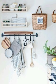 kitchen storage Frustrated with your tiny kitchen? These tips can help you learn to love your small space! There's something special about compact kitchens, especially because they use less energy. For more on tiny kitchen organization, head to Domino! Open Kitchen, Kitchen Dining, Kitchen Decor, Kitchen Styling, Kitchen Cabinets, Kitchen Ideas, Country Kitchen, Kitchen Small, Hanging Baskets Kitchen