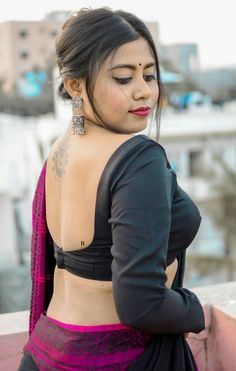 Beautiful Girl In India, Beautiful Blonde Girl, Beautiful Women, Hot Images Of Actress, Aunty In Saree, Cute Beauty, Indian Beauty Saree, India Beauty, Backless