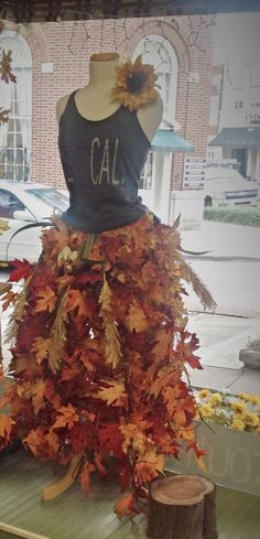 very creative way to turn a dress form into a fall display. This one is from Southern Girl boutique in South Carolina - New Deko Sites Boutique Window Displays, Store Window Displays, Retail Displays, Fall Store Displays, Christmas Store Displays, Display Windows, Shop Displays, Shop Windows, Mannequin Display