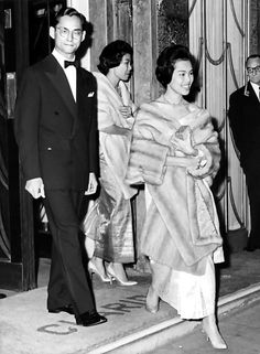 Long Live Their Majesties the King and Queen of Thailand.