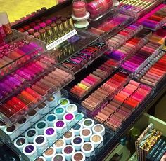 so many pretty colors and all organized so well..