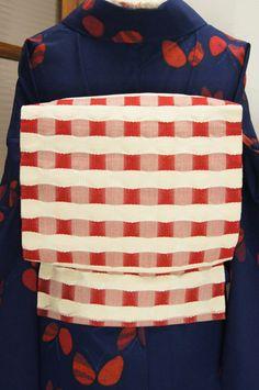 赤白バイカラーチェックがナチュラルモダン開き名古屋帯 - アンティーク着物/リサイクル着物のオンラインショップ ■□姉妹屋□■ 赤と白のバイカラーで織り出されたモダンチェックがガーリーな開き名古屋帯です。