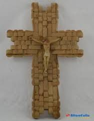 23 Clever DIY Christmas Decoration Ideas By Crafty Panda Clothespin Cross, Wooden Clothespin Crafts, Popsicle Stick Crafts, Craft Stick Crafts, Fun Crafts, Cross Wall Decor, Bible School Crafts, Christian Crafts, Cross Crafts