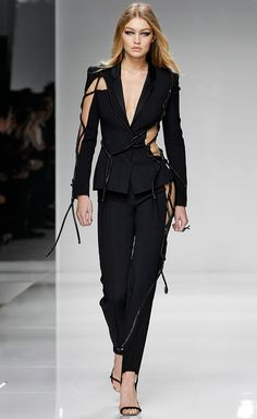 • Gigi Hadid learned her runway skills from the best | Versace 2016 •
