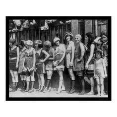 Eleven Women in Bathing Beauty Contest 1920 and other family and vintage photos from the past. Vintage Photographs, Vintage Images, Vintage Pictures, Vintage Postcards, Poster Vintage, 1920s Bathing Suits, Adorable Petite Fille, Beauty Contest, We Are The World