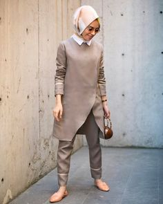 In the last 30 years, the evolution of fashion has been doing parallel with contemporary divisions in society, increasing diversity, … Street Hijab Fashion, Abaya Fashion, Muslim Fashion, Work Fashion, Modest Fashion, Hijab Dress, Hijab Outfit, Moslem, Gilet Long