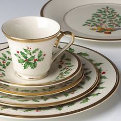 Lenox Holiday.  My addiction and my dream.  I've been collecting small pieces for years.  One day I'll actually have the dinner service.