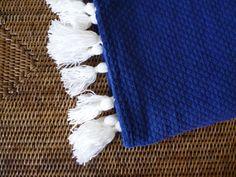 Manta azulão com borlas brancas 130 x 160 cm: Preço 30,00 €