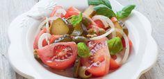Sałatka pomidorowa z kiszonymi ogórkami i oliwkami Stuffed Peppers, Vegetables, Food, Stuffed Pepper, Essen, Vegetable Recipes, Meals, Yemek, Stuffed Sweet Peppers