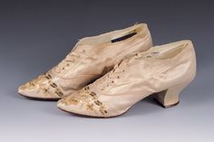 Cream-colored Satin Wedding Shoes, Courtesy of the Albany Institute. Victorian Shoes, Victorian Era, Antique Wedding Dresses, Satin Wedding Shoes, Glass Slipper, Vintage Fashion, Vintage Style, Oxford Shoes, Slippers