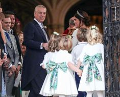 Royal wedding: Prince Harry, Meghan Markle and Kate Middleton attend Princess Eugenie Jack Brooksbank, Princess Eugenie And Beatrice, Princess Kate, Princess Wedding, Royal Wedding Themes, Royal Weddings, Prinz Andrew, The Queens Children, Sarah Duchess Of York