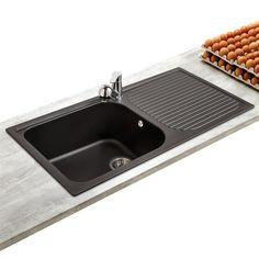 Equipez votre cuisine avec cet évier 1 grand bac en granit noir ! Ses atouts: un grand bac très pratique pour faire la vaisselle, un matériau résistant aux rayures et au chocs et un style élégant !...